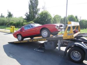 Carroattrezzi a Modena H24. Carro attrezzi Idea Auto mentre carica Ferrari Rossa