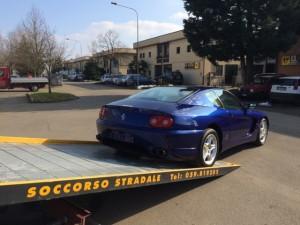 Carroattrezzi a Modena H24. Carroattrezzi Idea Auto mentre carica Ferrari Blu